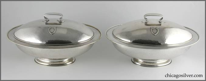 Kalo bowls, vegetable, pair (2), covered, oval form on pedestal foot with flaring sides.