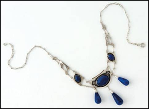 Kalo necklace with lapis stones