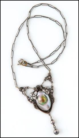 Kalo necklace / pendant, with pearl, on paper clip chain
